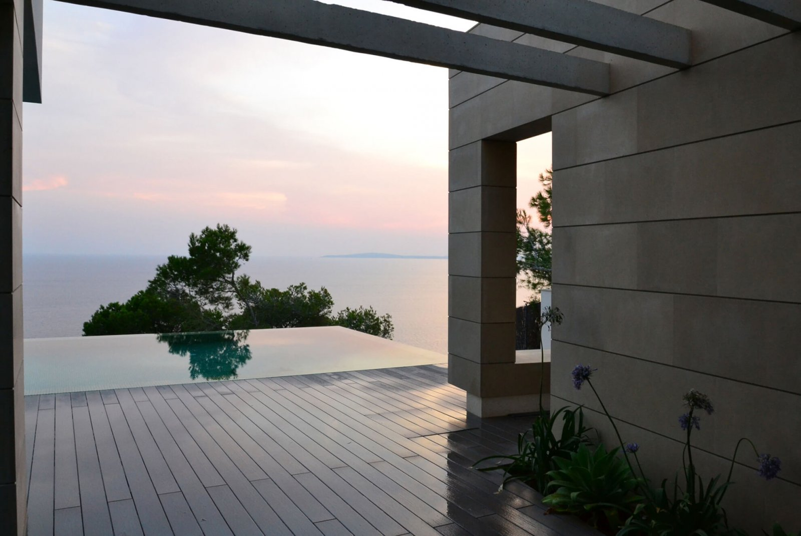 View of the infinity pool with the sea in the background