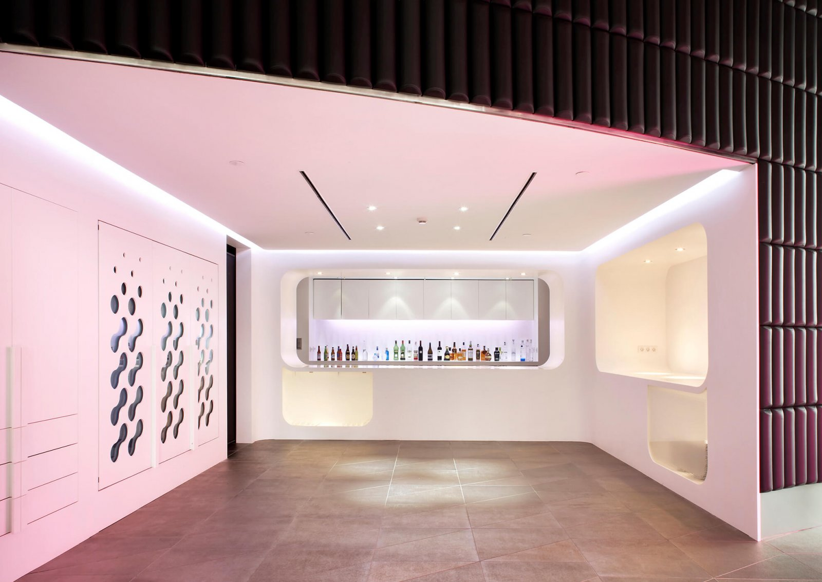 Detail view of the bar with white details and very modern shapes of the hotel raval