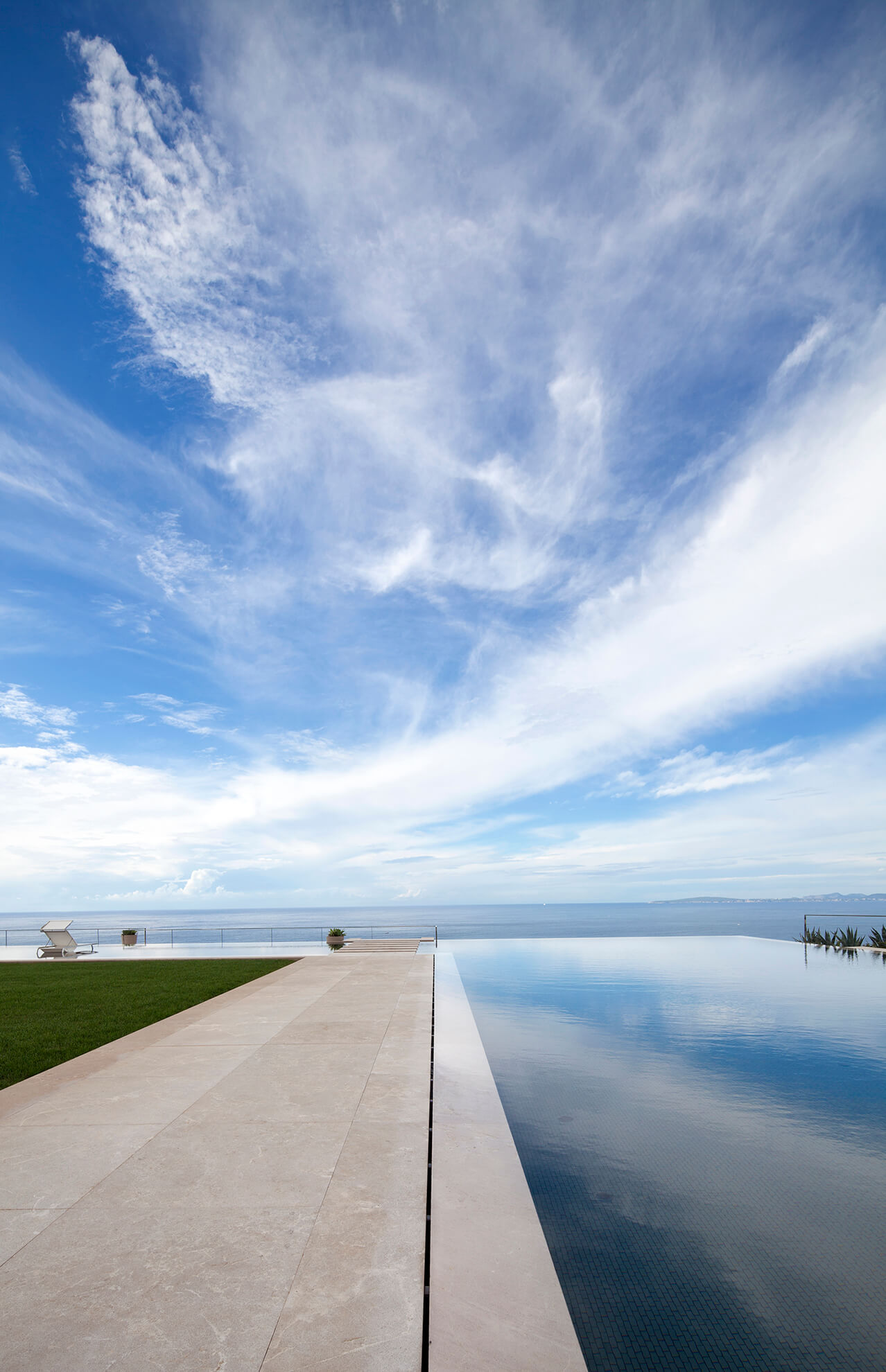 Detail view of the infinity pool facing the sea