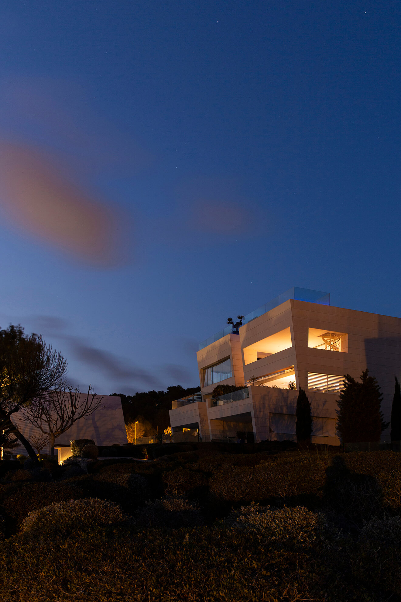 One of the houses of the Talamanca I residence at night