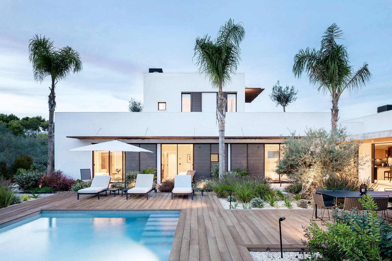 Another view of the garden with pool and interior facade of the Sol de Mallorca house